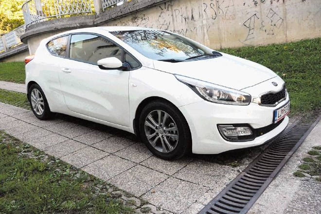 Kia proceed (zgoraj) in hyundai i30 coupe