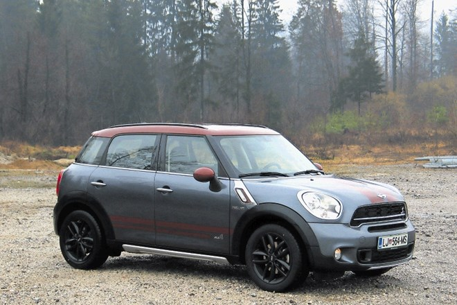 Mini countryman (zgoraj) in nissan juke
