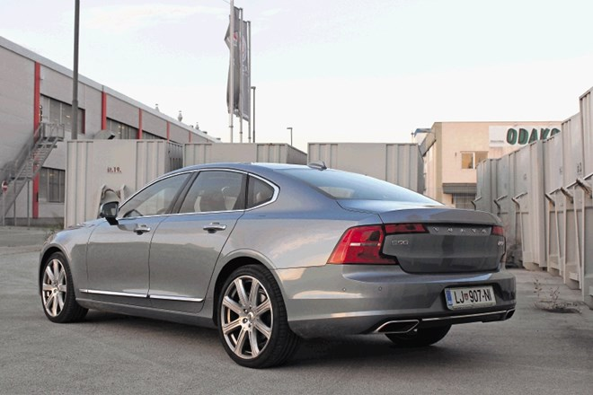 Mercedes-benz razred E in volvo S90: Predsednik in njegov šofer