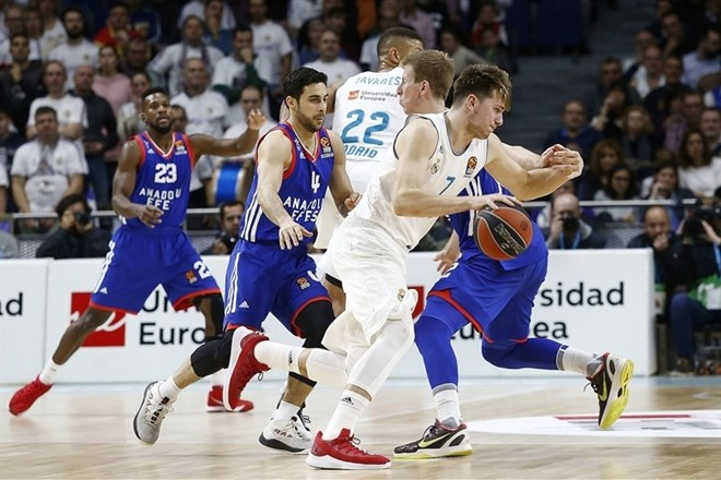 #video Real premagal Efes: Dončić 17 točk, Dragić še eno več