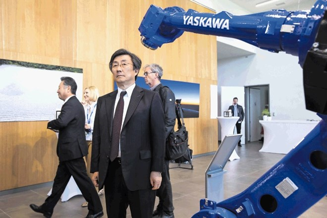 Direktor in predsednik Yaskawa Electric Corporation Hiroshi Ogasawara