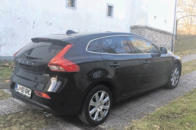 Volvo V40 D2 inscription: S palcem gor in dol