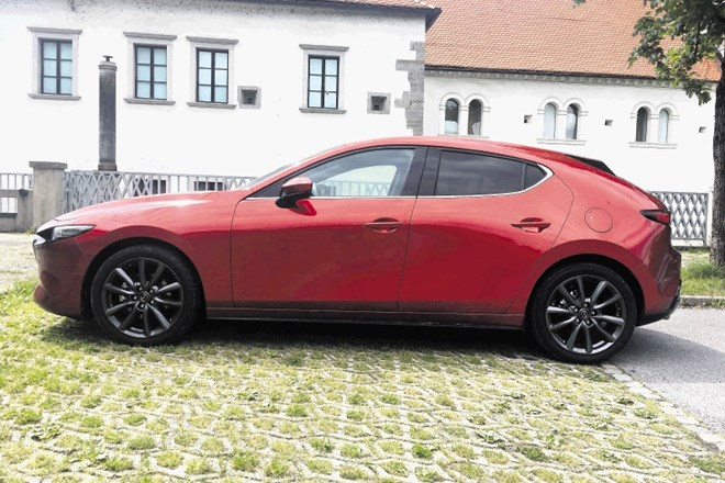 Opel astra in mazda3: Namesto Kekčevega napeva Robbie Williams