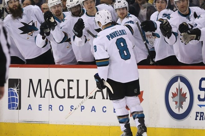 Joe Thornton z brado, skrajno levo (Foto: (USA Today)