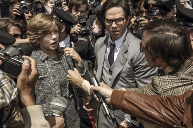 Michelle Williams in Mark Wahlberg v filmu Ves denar sveta.