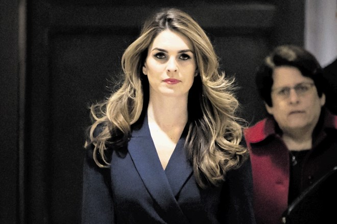 Hope Hicks odhaja iz Bele hiše.