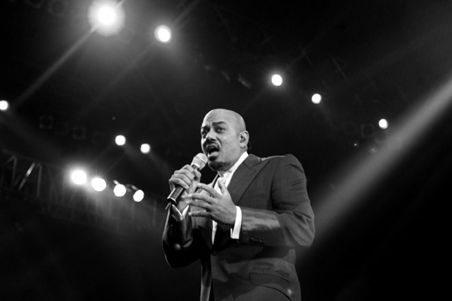 Umrl je priznani r&b izvajalec z žametnim glasom James Ingram