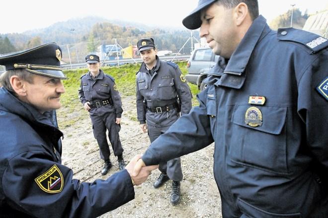 Takšne mešane policijske patrulje, kot že delujejo na meji med Slovenijo in Hrvaško (na fotografiji) ter na meji med...