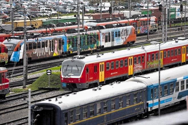 Vodstvo Slovenskih železnic je ponovno sklenilo dogovor s sindikalisti in socialnimi partnerji, po katerem bo vsem, ki se...