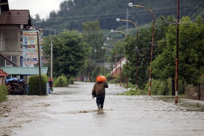 V Celju in Hrastniku torkovo neurje povzročilo več poplav