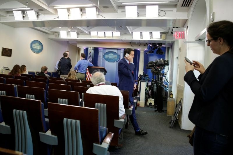 Bela hiša nekaterim medijem onemogočila vstop na tiskovno konferenco