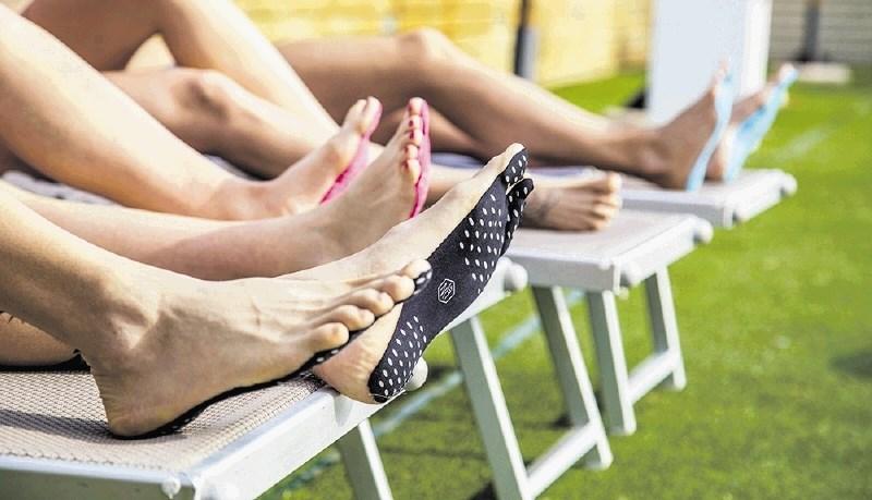 Lepljivi natikači, rešitev za poletne dni