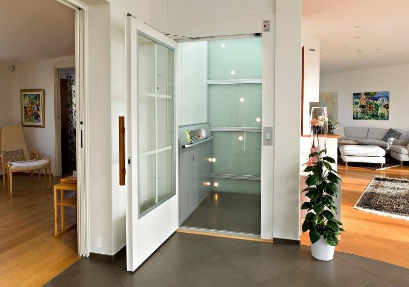 Hišno dvigalo lastnikom večnadstropnih hiš omogoči večjo mobilnost