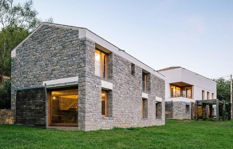 Sodobna in funkcionalna fasada hišo prvenstveno varuje pred okoljskimi vplivi