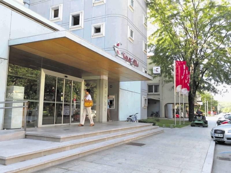 NKBM naj bi na Goriškem odpustila več deset zaposlenih