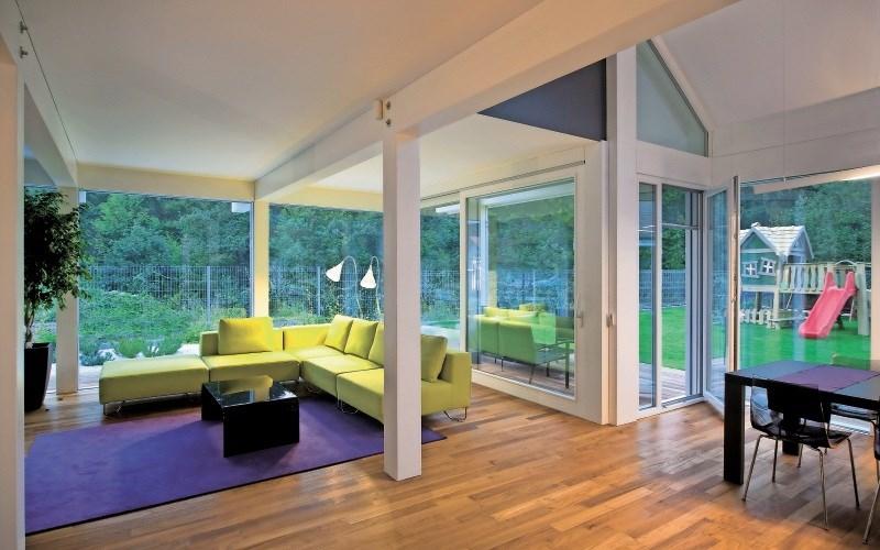 Velike steklene površine, ki so močan trend v sodobni arhitekturi, so poseben izziv