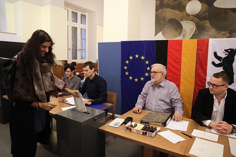 V Nemčiji do poldneva precejšnja volilna udeležba