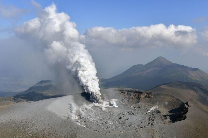 Na Japonskem prvič po šestih letih izbruhnil ognjenik Shinmo
