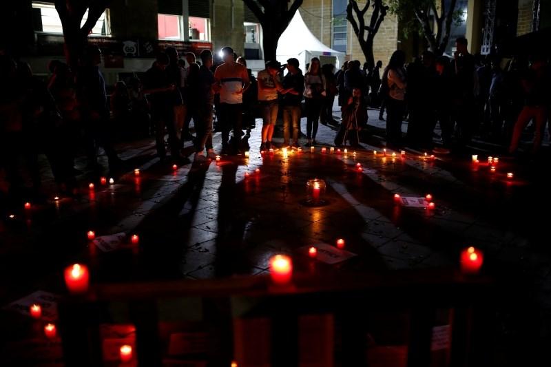 Sinovi ubite malteške novinarke premierja pozivajo k odstopu
