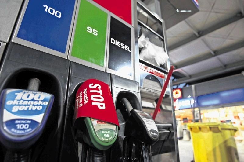 Reguliran 95-oktanski bencin in dizel s torkom malenkost cenejša