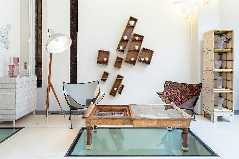 Tla s steklenimi elementi so čudovit dekorativni poudarek interjerja