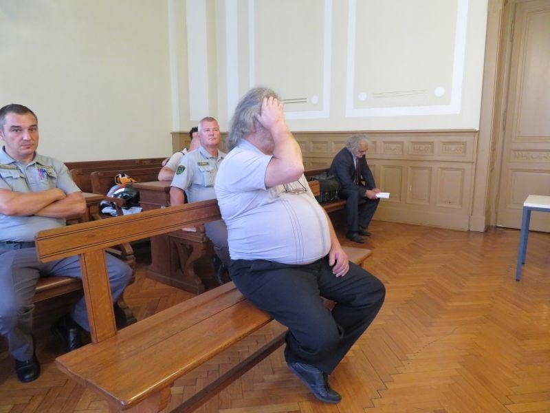 Sodišče za poskus umora partnerice izreklo nekaj manj kot enajst let zapora