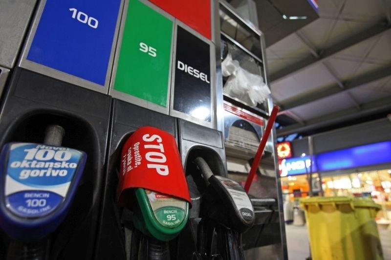 Od polnoči višje cene pogonskih goriv