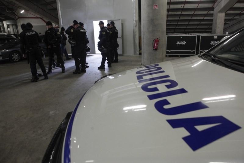 Neuradno: V Sloveniji obsežne preiskave goljufivih kitajskih klicnih centrov
