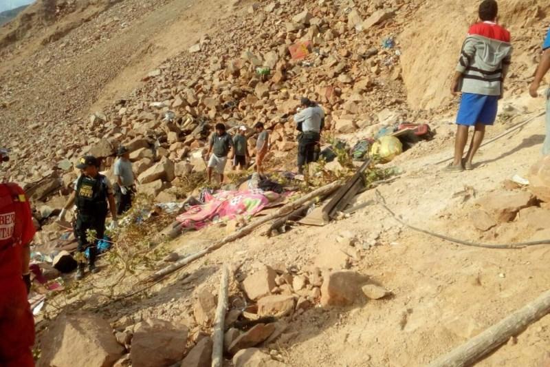 Avtobus v Peruju zapeljal s pečine, več deset mrtvih