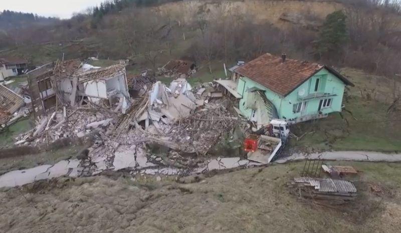 #video Zemeljski plazovi na Hrvaškem porušili najmanj šest hiš
