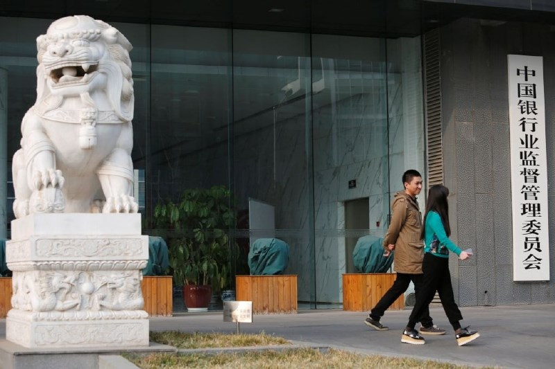 Kitajska z novimi ministrstvi nad kredite doma in slabo podobo v tujini