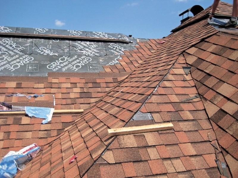 Oglasno sporočilo: Kako sanirati strehe, pokrite z bitumensko skodlo?