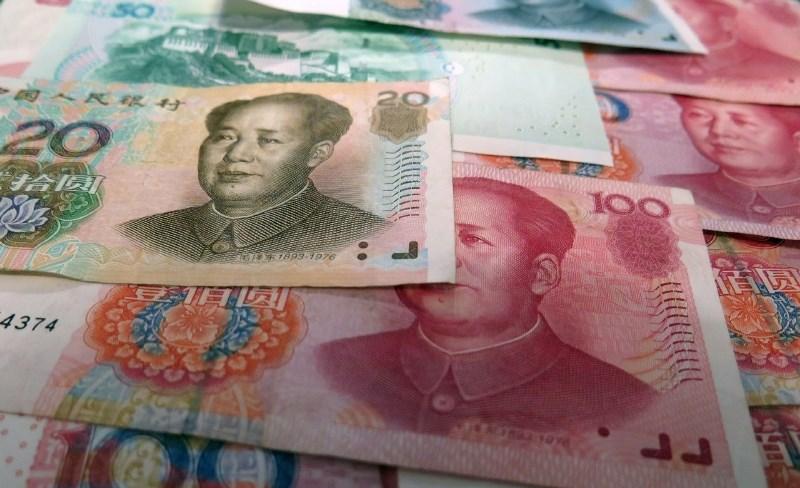 Trgovanje z naftnimi terminskimi pogodbami odslej tudi v juanih