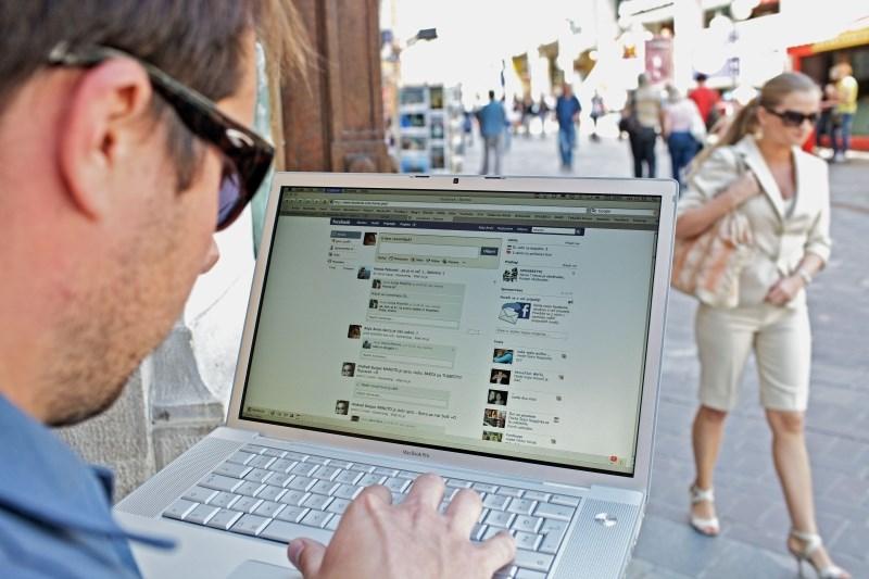 Prosilci za ameriške vizume bodo morali razkriti svoje račune na družbenih omrežjih