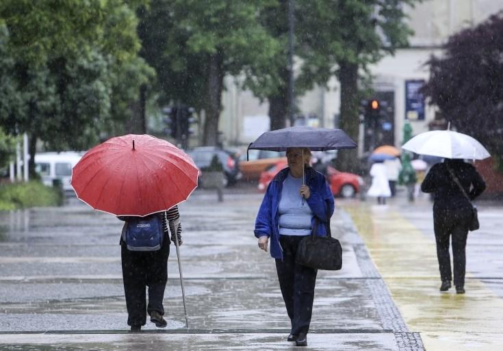Padavine bodo do jutra ponehale