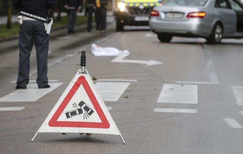 V dveh prometnih nesrečah huje poškodovane tri osebe