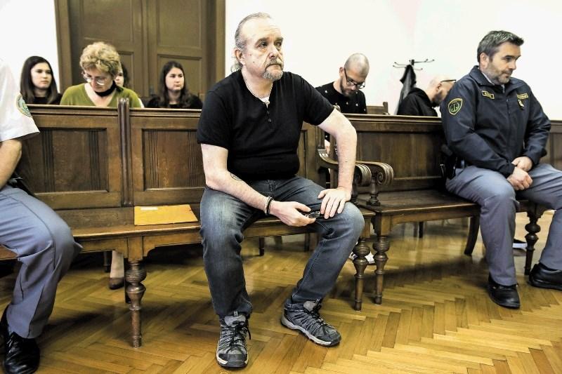 Tožilec zahteva 24 let zapora za morilca iz Pržana, ki naj bi streljal tudi v šišenski pekarni
