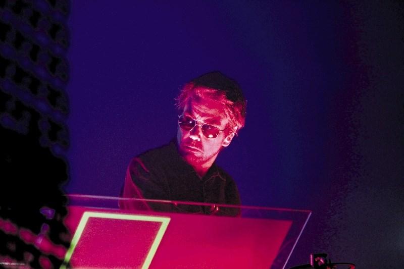 Jean-Michel Jarre: Moja umetniška misija je bila, da elektronsko glasbo osvobodim stigme imitatorja