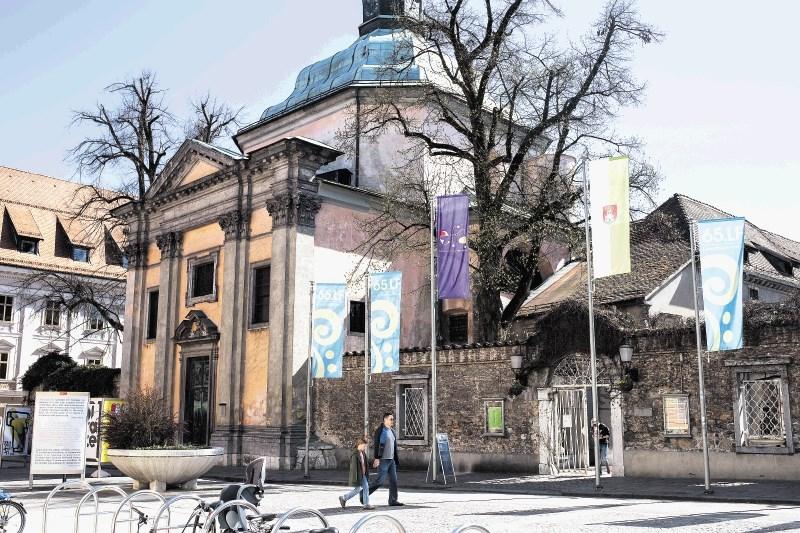Upravno sodišče: Križevniška cerkev pripada križnikom