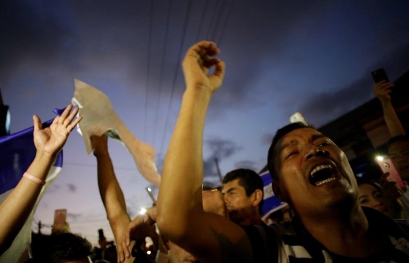 Več mrtvih v nasilnih protestih v Nikaragvi proti pokojninski reformi