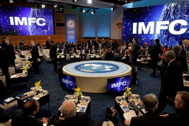 IMF potrdil trenutno trdno globalno rast in opozoril na tveganja