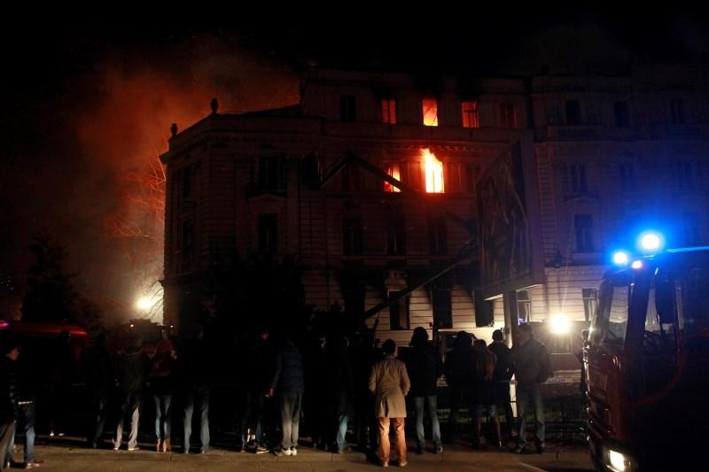 Zaradi požarov v stanovanjskih hišah pestra noč za gasilce in reševalce