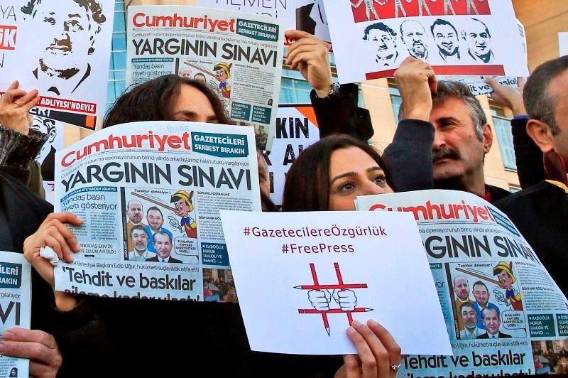 Zaporne kazni za novinarje turškega opozicijskega časnika