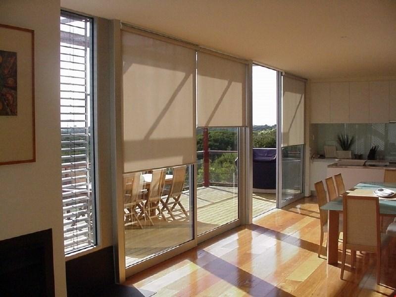 Zunanja senčila so nepogrešljiva zaščita za dom, ko se vanj začne upirati sonce