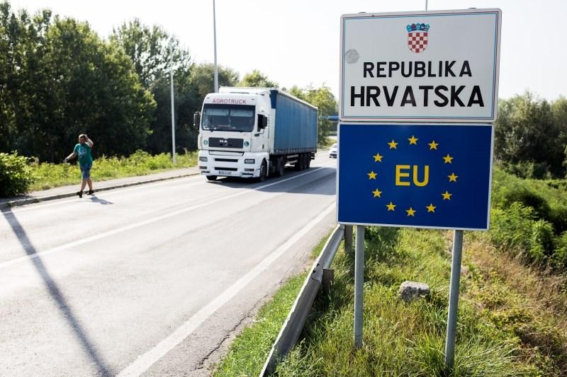 Srbska državljana obtožena, prebežnike sta želela prepeljati v Slovenijo