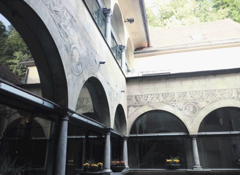 Obnovili bodo stenske poslikave v osrednjem atriju Magistrata