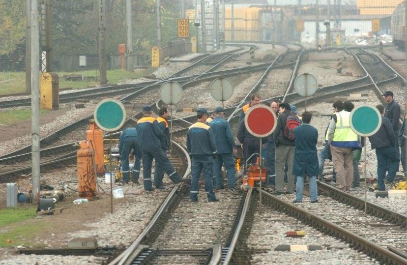 Sindikat železničarjev je napovedal serijo opozorilnih stavk