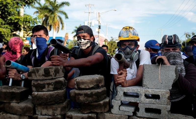 #foto #video Na sto tisoče ljudi na protestih proti vladi v Nikaragvi, umrlo že pet ljudi