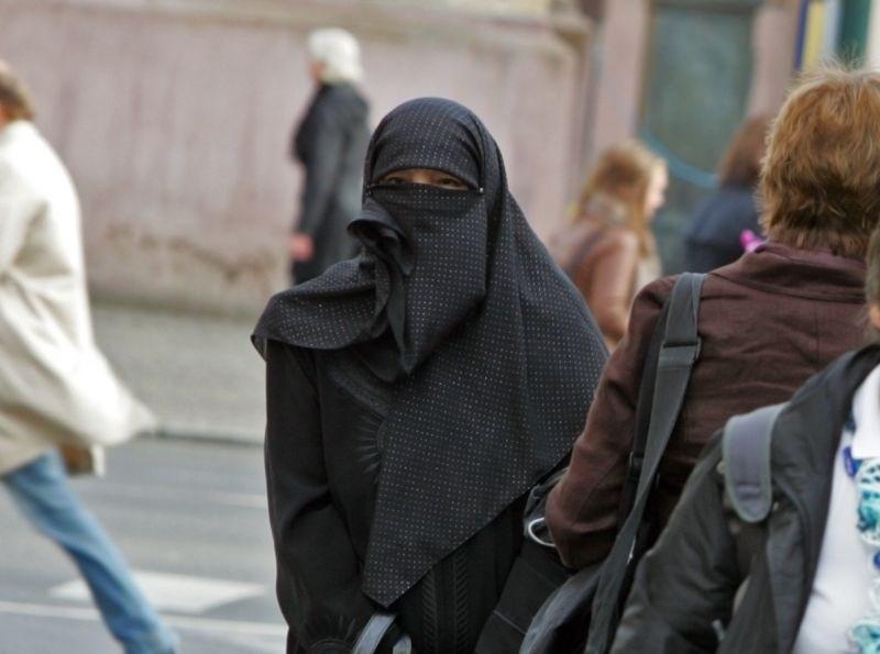 Danska prepovedala burko in nikab v javnosti