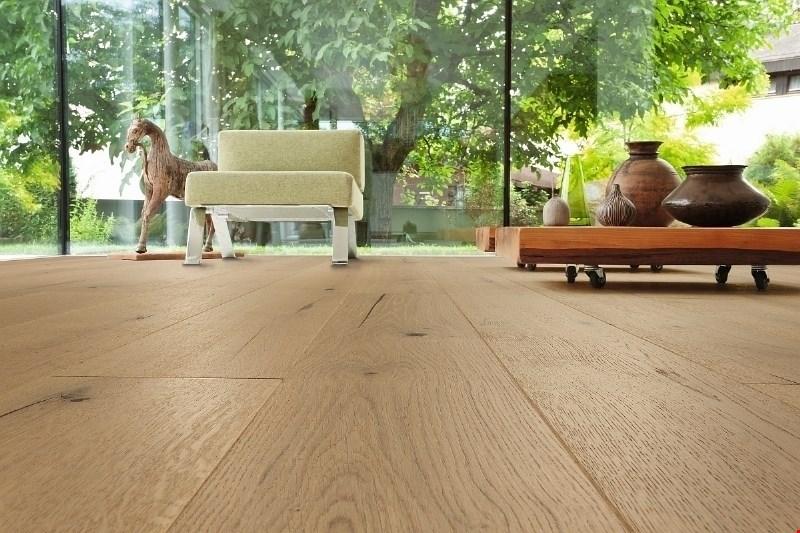 Masivni les lahko enakovredno nadomestijo druge okolju prijazne talne obloge